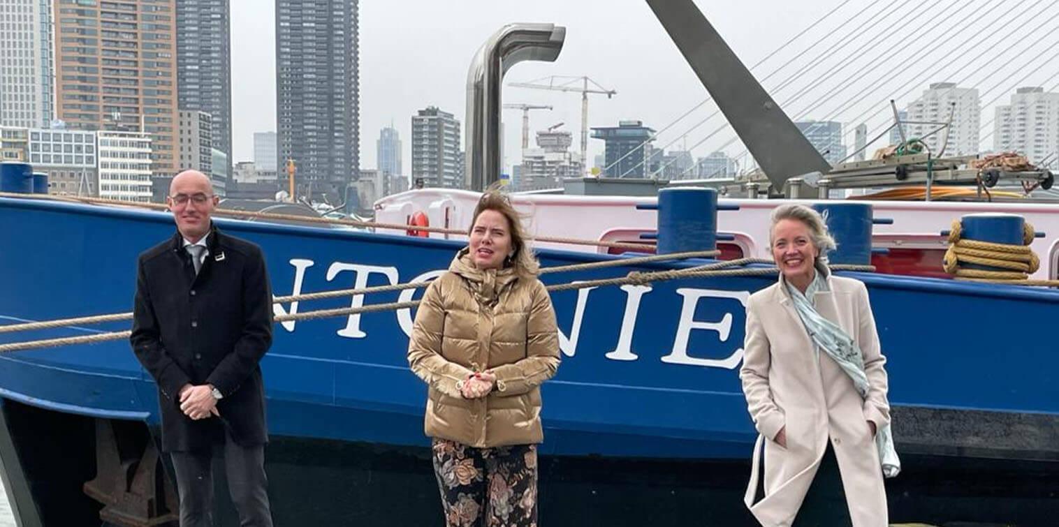 Minister Van Nieuwenhuizen facilitates construction of hydrogen vessel